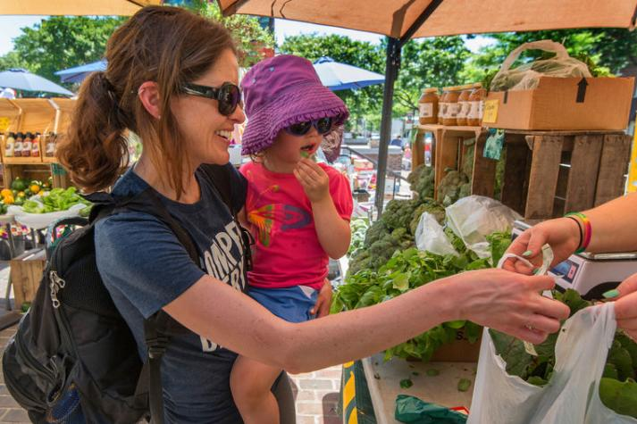 Mom___Daughter_Vegetable_Shopping_2_Old_Town_Farmers_Market_CREDIT_R_Kennedy_for_ACVA_2100x1618_300_RGB0_3ecf7b46-5056-a36a-06a7d7747834d783