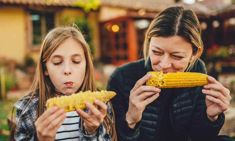 girl-mother-corn-on-cob-768
